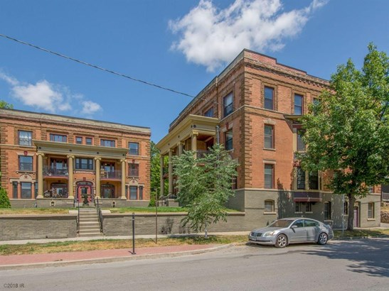 Three Story, Cross Property - Des Moines, IA