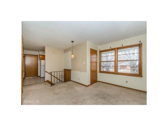 Split Foyer, Cross Property - Des Moines, IA (photo 3)