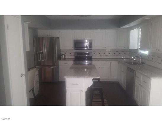 Residential, Split Foyer - Knoxville, IA