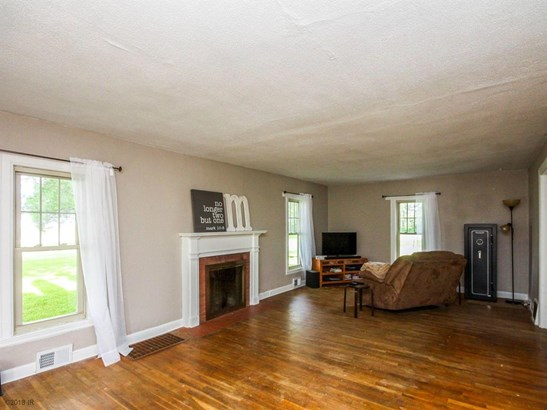 1.5 Story, Residential - Knoxville, IA (photo 3)