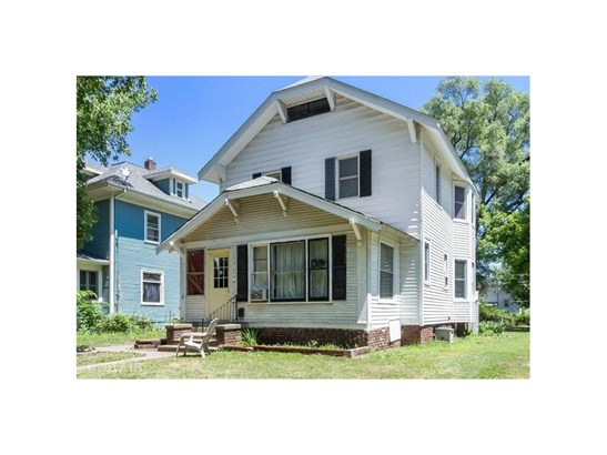 Two Story, Cross Property - Des Moines, IA (photo 2)