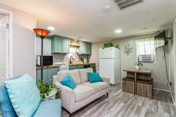 Residential, Ranch - Carlisle, IA