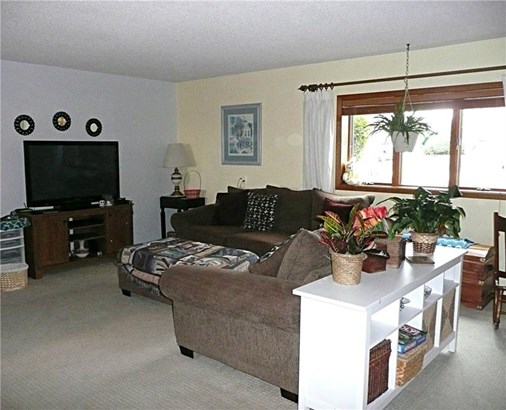 Split Level, Residential - Knoxville, IA (photo 5)