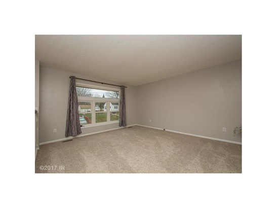 Residential, Split Foyer - Des Moines, IA (photo 3)