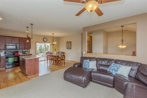 Split Foyer, Single Family - Cedar Rapids, IA (photo 4)