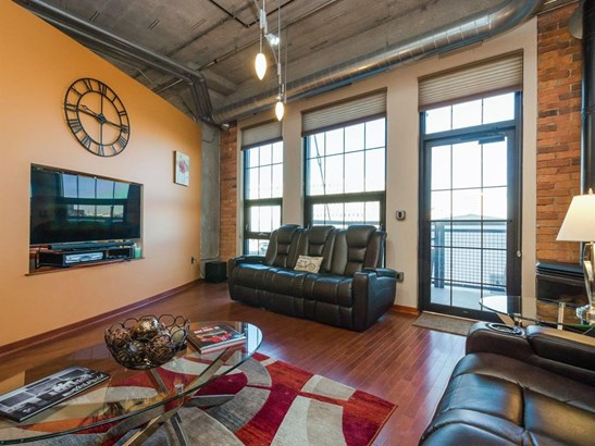 Condo/Zero Lot, Loft/High-Rise,Over 2 Stories - Cedar Rapids, IA (photo 4)