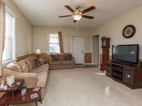 Residential, Two Story - Earlham, IA (photo 4)