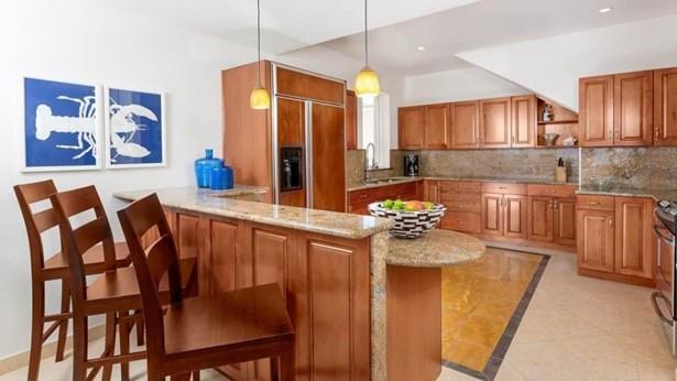F Upper kitchen (photo 4)