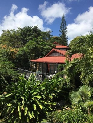 Building in beautiful tropical setting (photo 1)