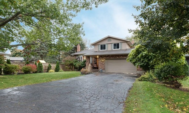 4 Vinemount Drive, Fonthill, ON - CAN (photo 2)