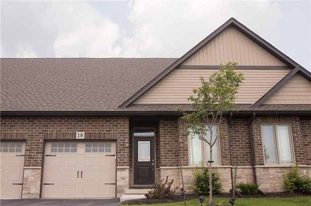 18 Olde School Court 1, St. Catharines, ON - CAN (photo 1)