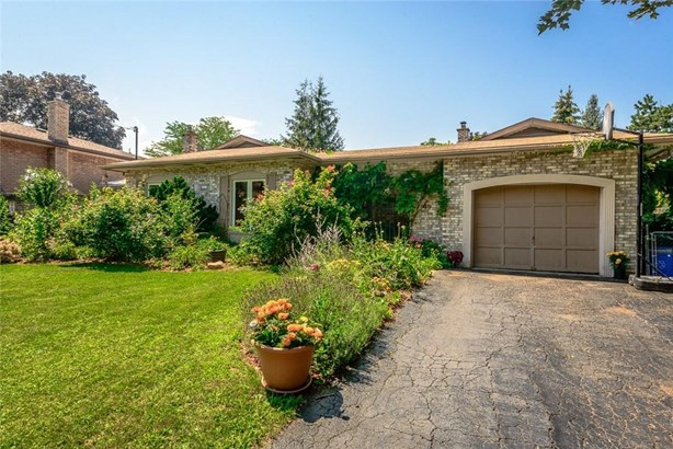 49 Spring Garden Boulevard, St. Catharines, ON - CAN (photo 4)