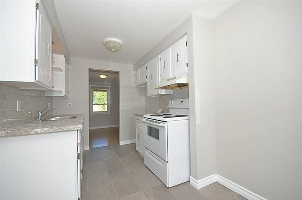 242 Lakeport Road 8, St. Catharines, ON - CAN (photo 2)