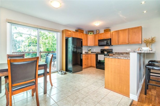 30 Hewko Street, St. Catharines, ON - CAN (photo 4)