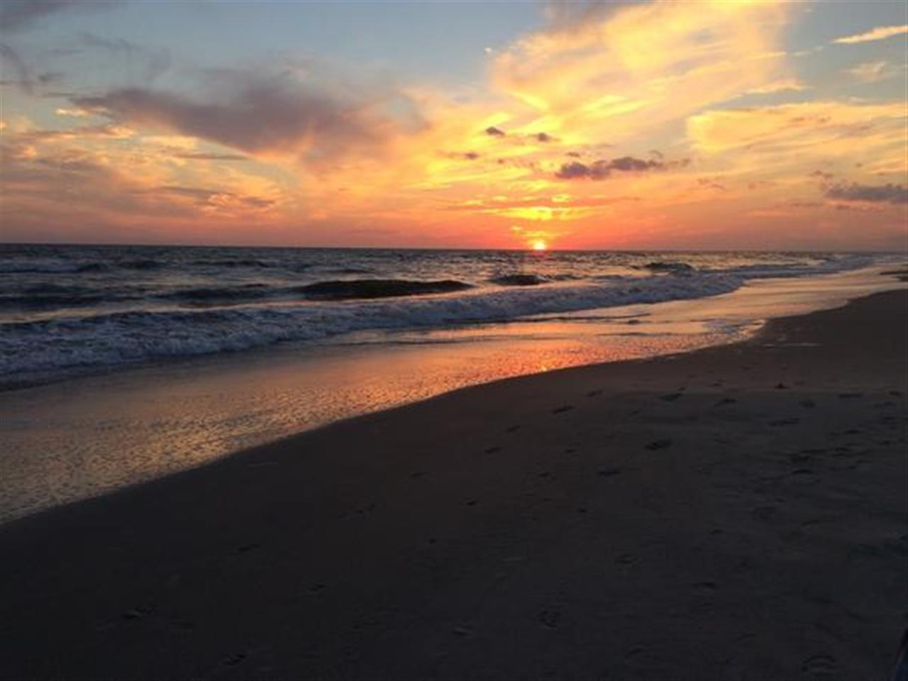 Love our gorgeous Carolina beaches, especially at sunrise & sunset!  #OakIsland  #LeadingRElocal #NorthCarolina