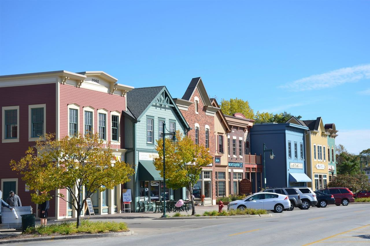 Downtown Pewaukee, WI shopping and dining. Across from Pewaukee Lake.