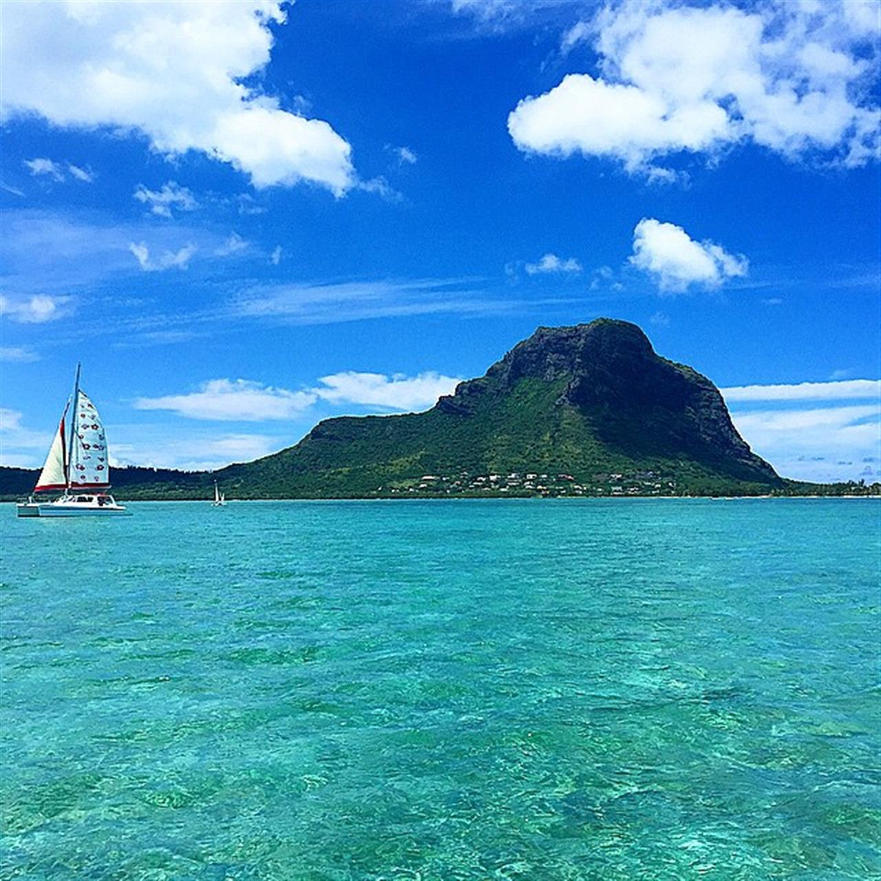 #LeMorne #LeadingRelocal #mauritius #catamaran