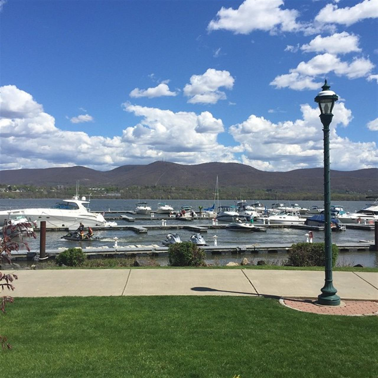 Gorgeous day to enjoy the #Newburgh waterfront. Cocktails, appetizers and lots of sunshine and fresh air! Finally! #LeadingRELocal