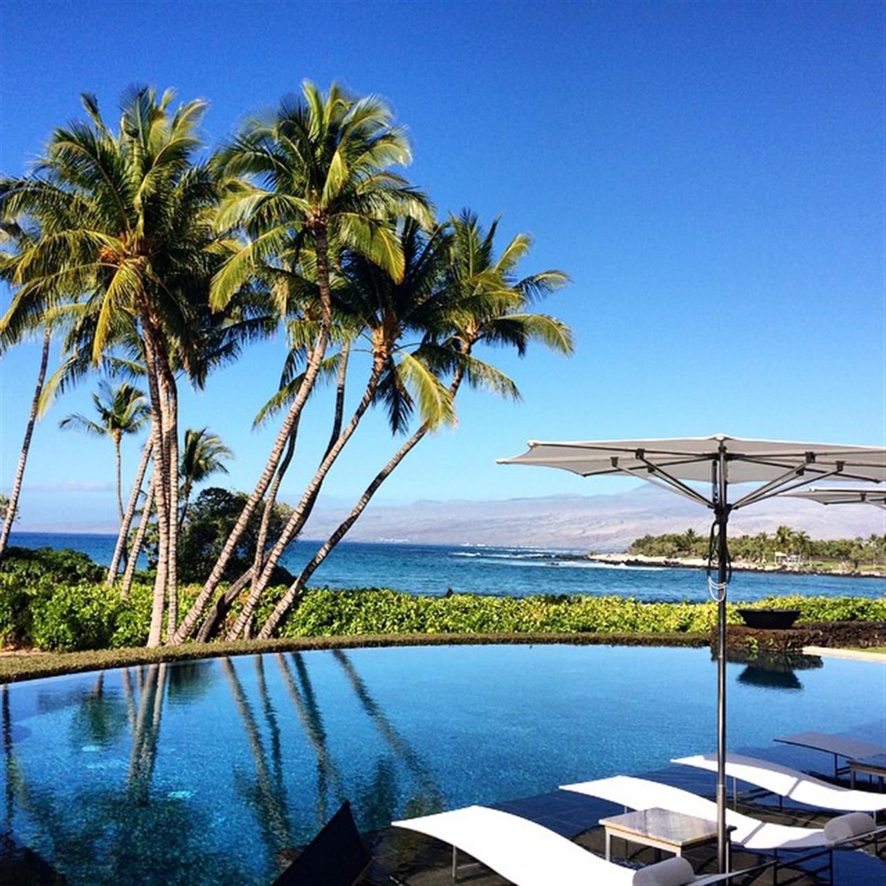 I just love Pauoa Beach! I mean this view is just unreal! #luckywelivehawaii #beingbrooke #glimpseofhawaii #wearehawaii #hawaiistagram #HawaiiLife #instahub #pauoabeach #maunalani #kohalacoast #leadingRElocal