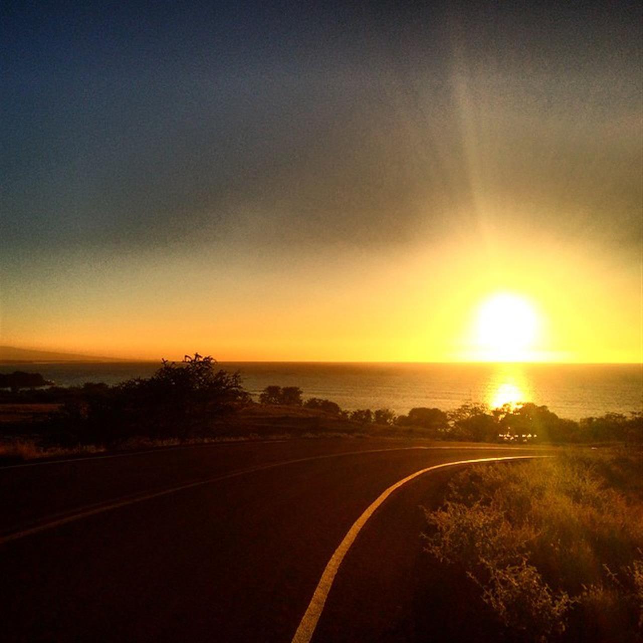 Keep looking up! I learn from the past, dream about the future and always look up. There's nothing like a beautiful sunset to end a healthy day in Hawaii Nei!! #beSunny #HawaiiLife #HawaiiNewsNow #hawaiistagram #glimpseofhawaii #beingbrooke #instahub #wearehawaii #bigsland #kohalacoast #sunsetaday #365hawaiisunset #365sunset #010615
