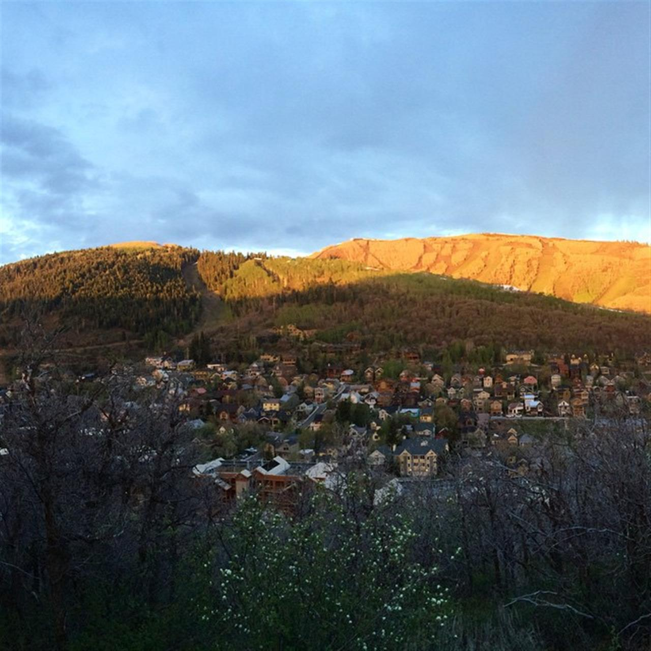Another photo from this morning's sunrise! #leadingrelocal #oldtown #lostprospector #parkcity #utahisrad #christieshomes