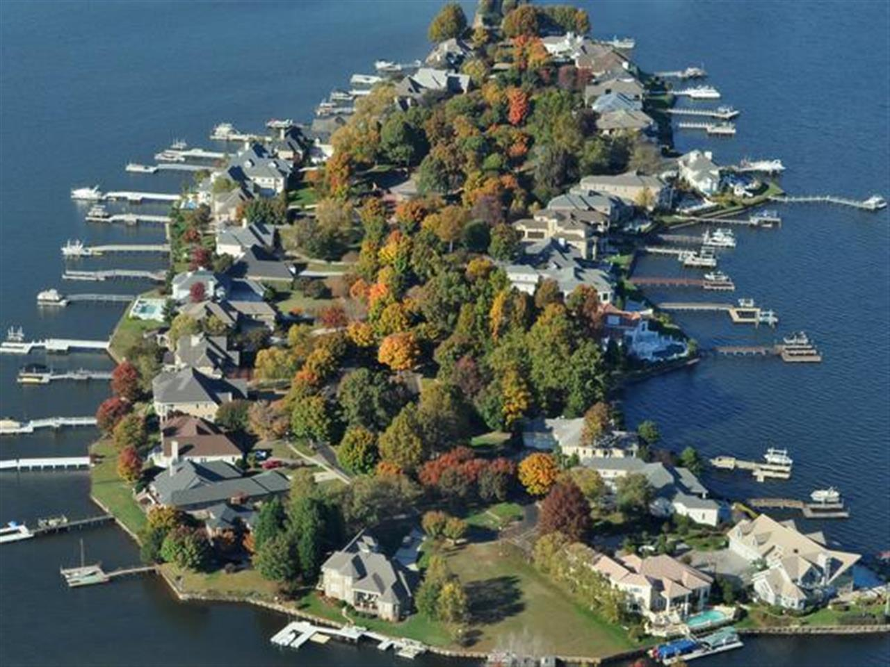 My favorite out of my aerial works. #GovernorsIsland #LakeNorman #Denver #NC #LuxuryHomes #Islands #LeadingRElocal