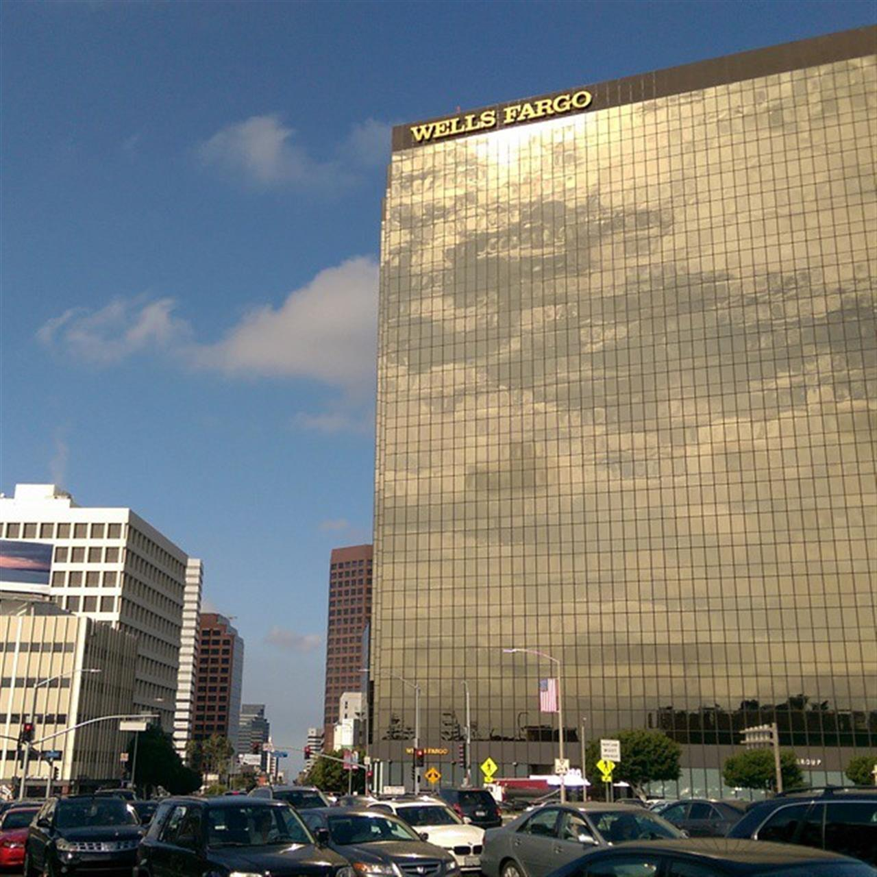 We love the reflections on Wilshire Blvd. What's your favorite part of your commute?