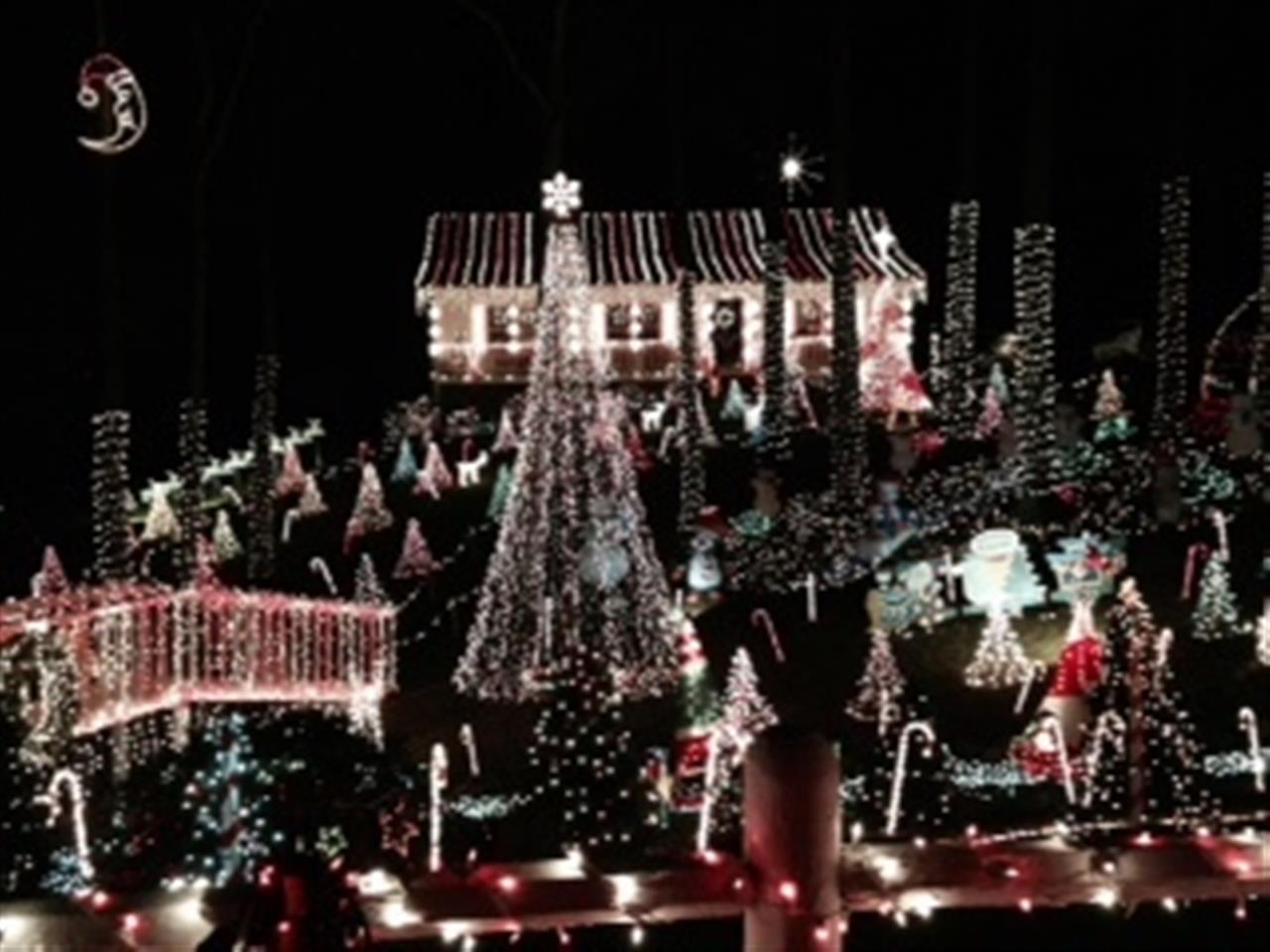 Valley Creek Christmas Lights - Johnston County, NC