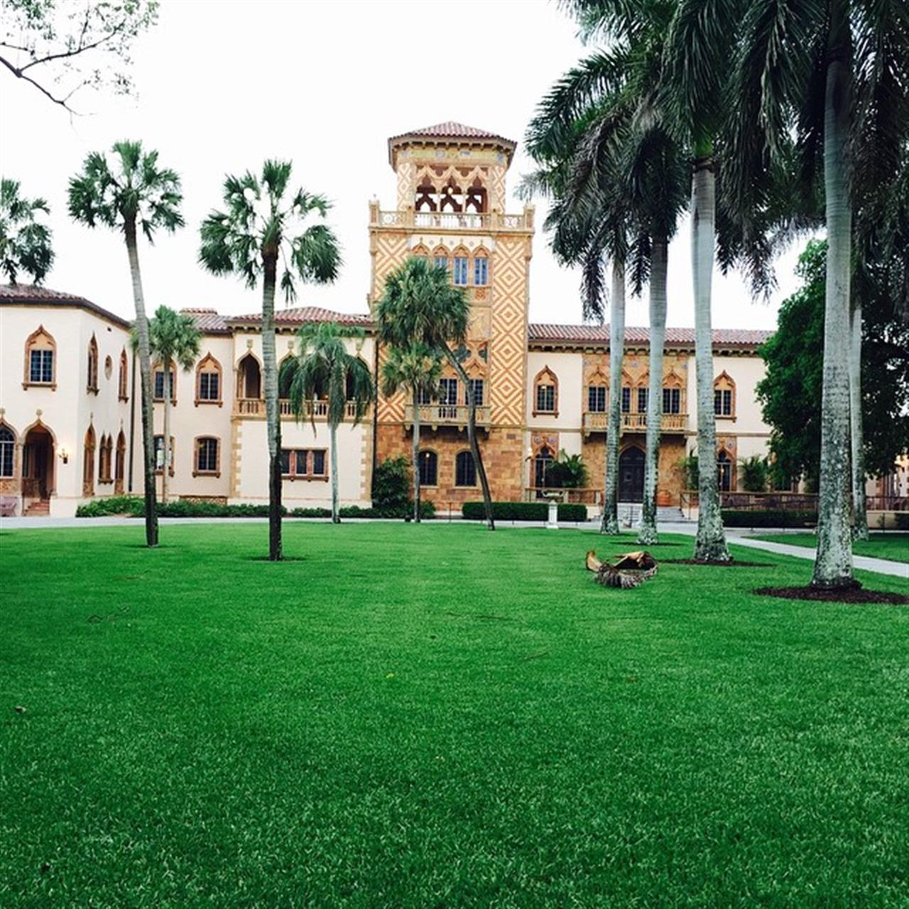 What do real estate agents do in their spare time? Look at houses! This is the John Ringling (of circus fame) home. Prior to dinner one nite we had a private reception at the John Ringling museum then toured his water front home. It looks like it came right out of Venice  Italy. #waterfront homes #sarasotarealestate #wardleyre #coolhouse