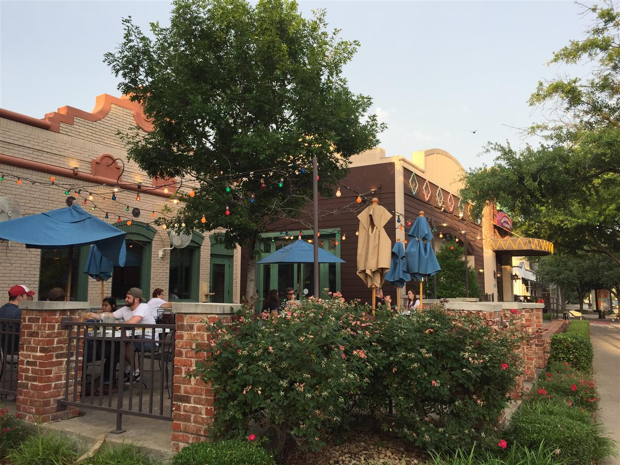"#Dallas, #Texas, Knox Street dining ""al fresco"" at On the Border, #Uptown, #Oaklawn"