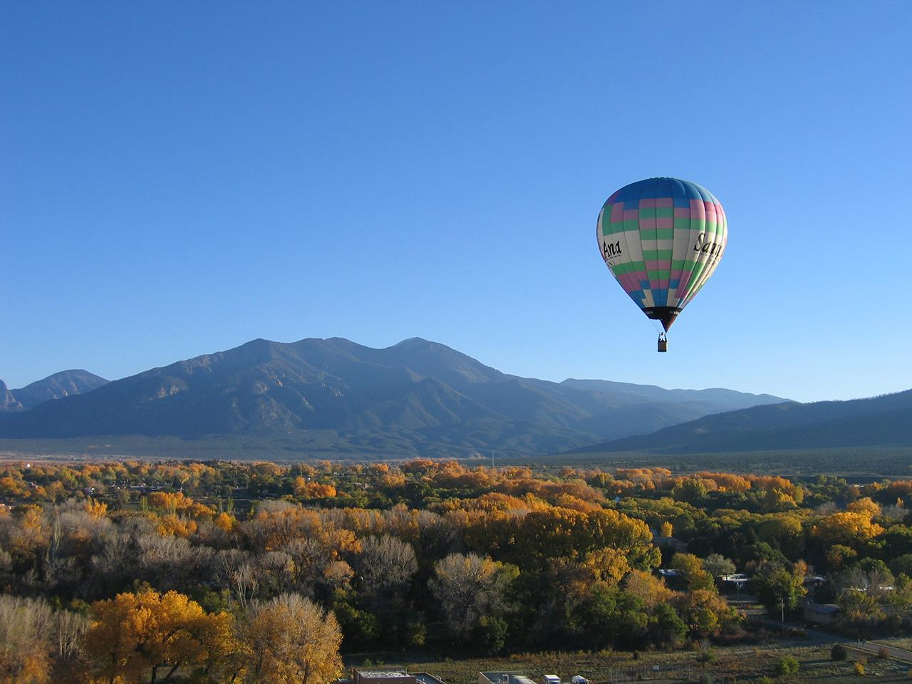 #Taos recreation #hot air balloons #Taos #New Mexio