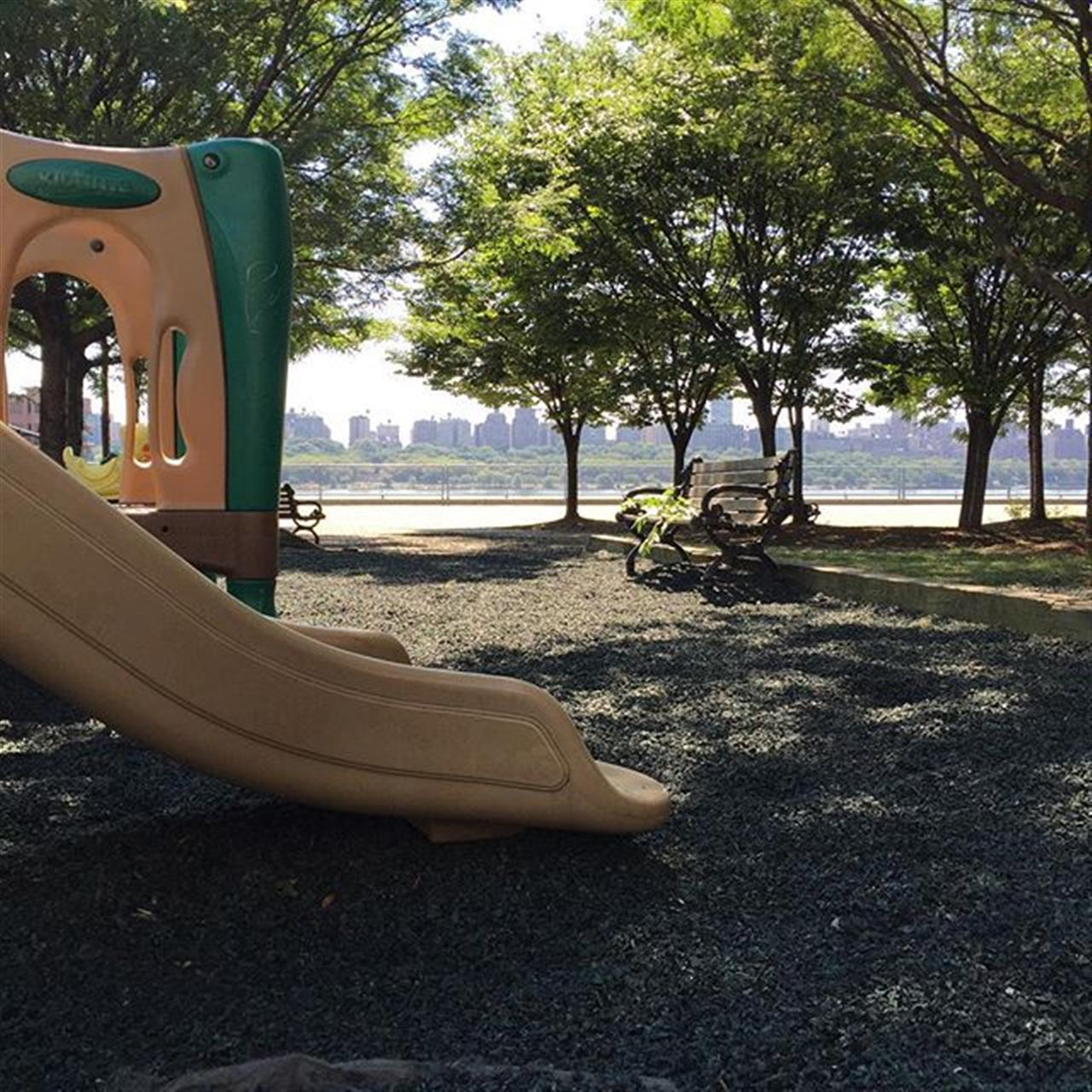 Great little #kids #park with #NYC views in #edgewater #exploreyourhood #leadingrelocal