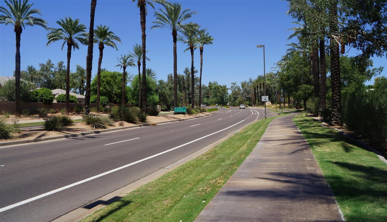 A street scape in Scottsdale, AZ