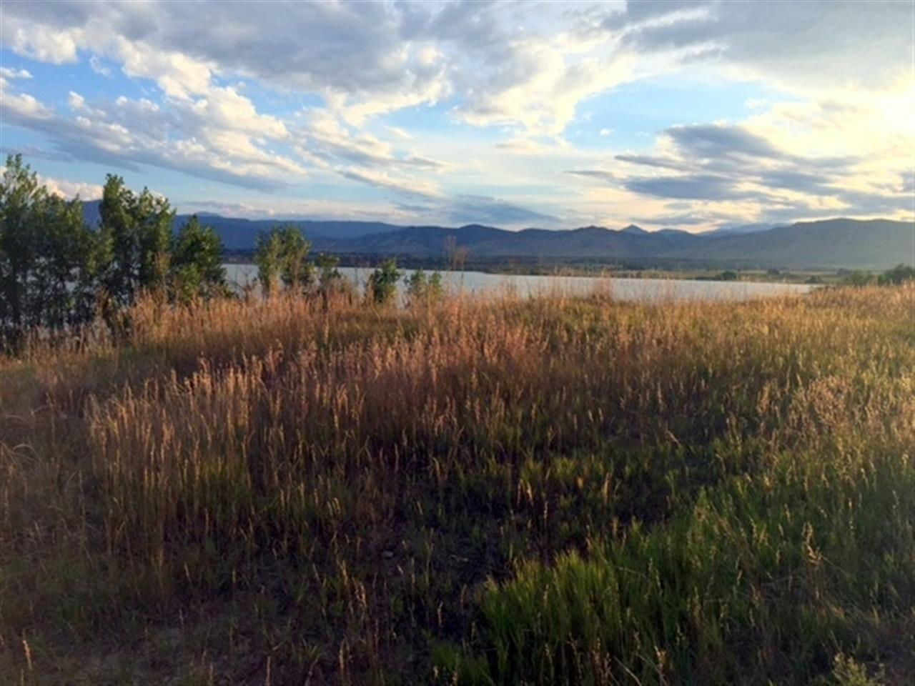 Hiking around the Boulder Reservoir