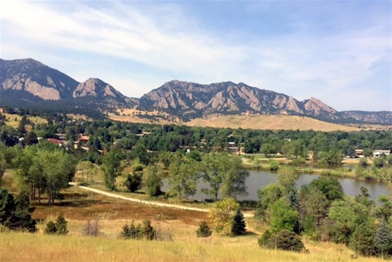 Overlooking Harlow Platts Park and Viele Lake in South Boulder.  These are the views from the Fairview High School Parking lot.