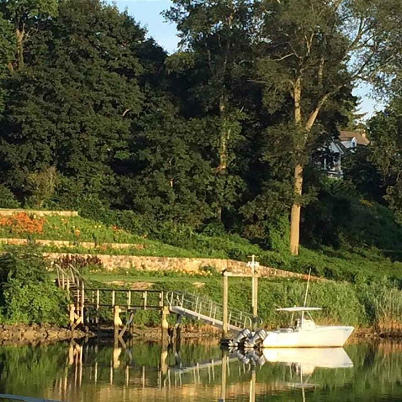 Another stunning view from my favorite bridge in the evening summer sun. #coastalconnecticut #FairfieldCT #FairfieldCT #ilovefairfield #sascohill #harbor #july2015 #middleofsummer #LeadingRELocal