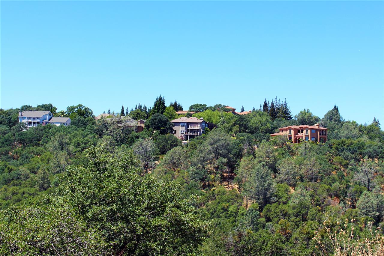 Beautiful El Dorado Hills homes located among tree lined hills. #LeadingRELocal #LyonRealEstate