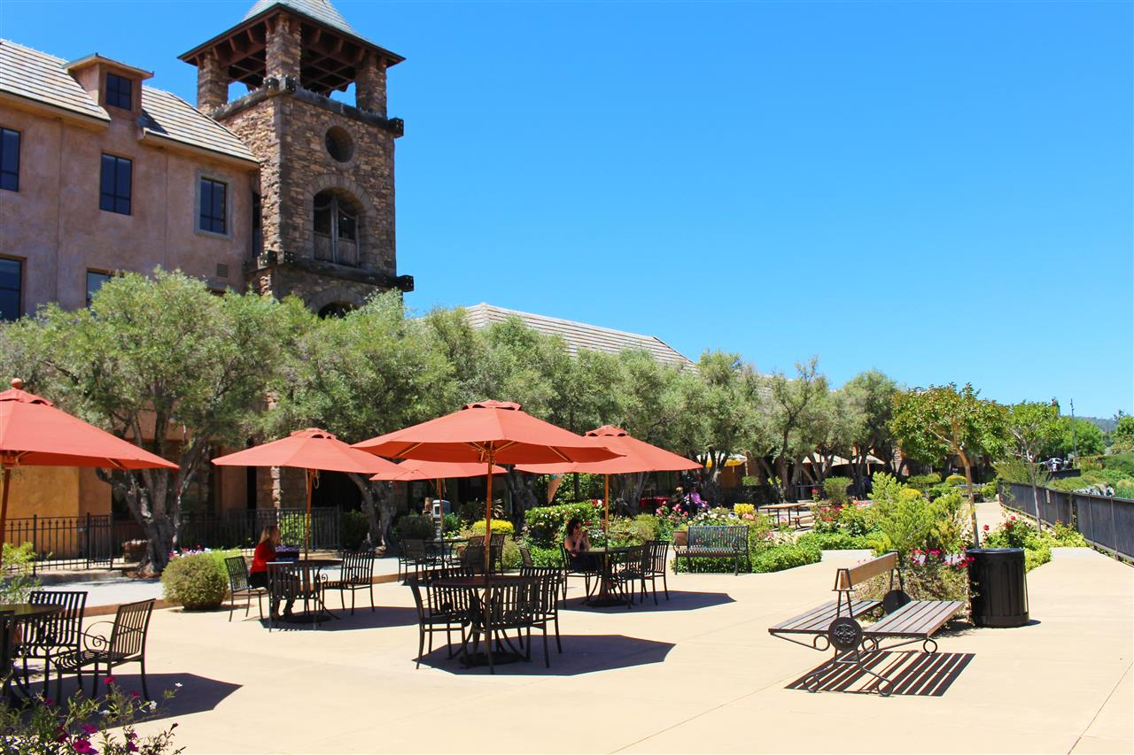 Shopping in El Dorado Hills Town Center, great place to relax in between stores. #LeadingRELocal #LyonRealEstate