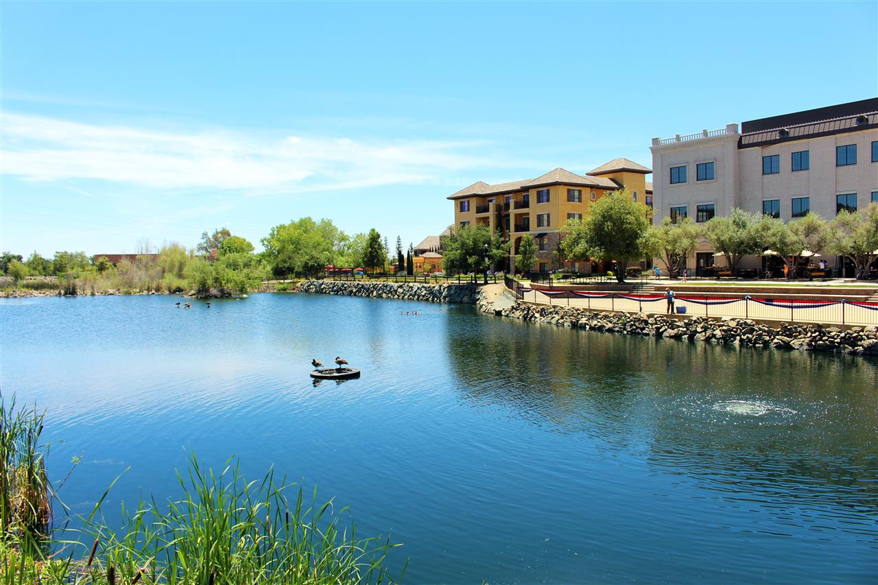 El Dorado Hills Town Center, great place to relax in between stores. #LeadingRELocal #LyonRealEstate