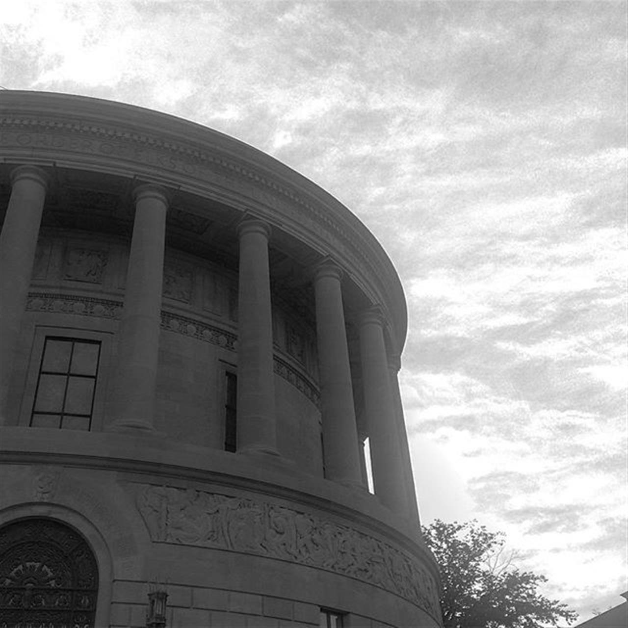A Parthenon in Lincoln Park #chicago #leadingrelocal #chicagoarchitecture #lincolnpark