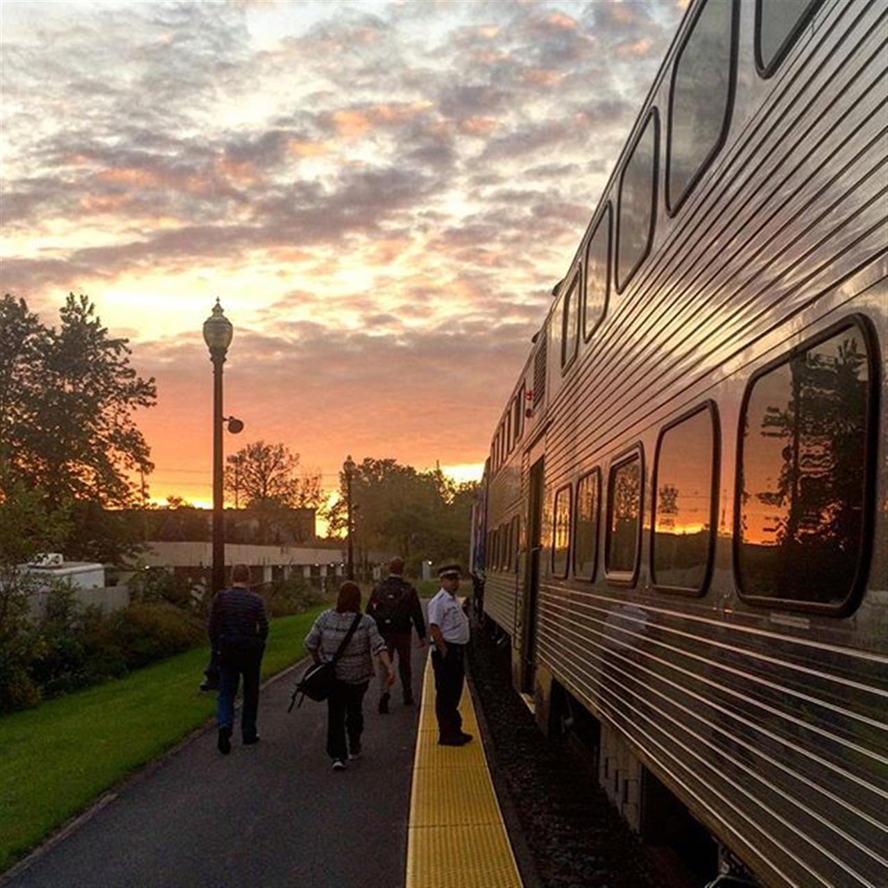 Beautiful sunsets make commutes better #chicago #leadingrelocal #metra #sunset