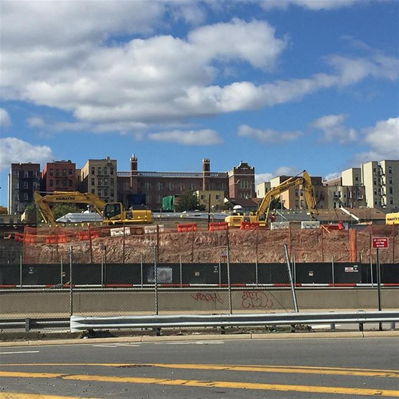 #thebronxis #excavators #bobcat The continued growth of the #bronx county is starting to take shape. Time is ticking on those #investors looking to enter a new #market  #OSCARRIGAMONTY #OR  #Bronx #RealEstate #trulia #realtor #zillow #homes #property #westchesterave #bruckner #bronx #newyorkcity #NYC #bronxdoesitbest #eyesonthebronx #pantigagroup #leadingre #komatsu  Link in bio
