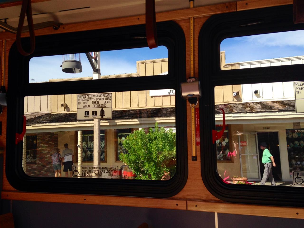Take a free trolley ride to explore downtown #Scottsdale#Arizona