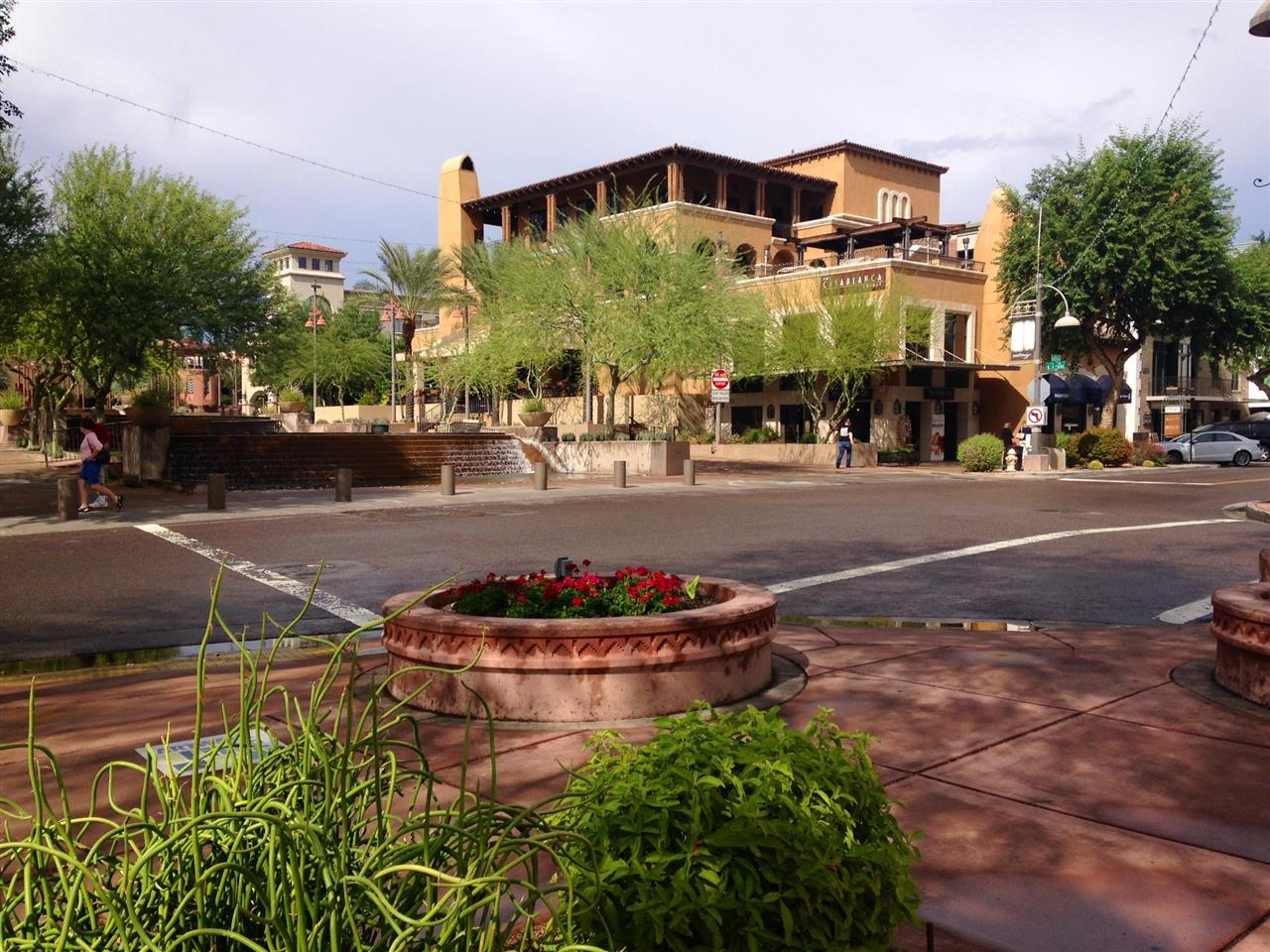 There are so many restaurants to choose from in downtown #Scottsdale#Arizona