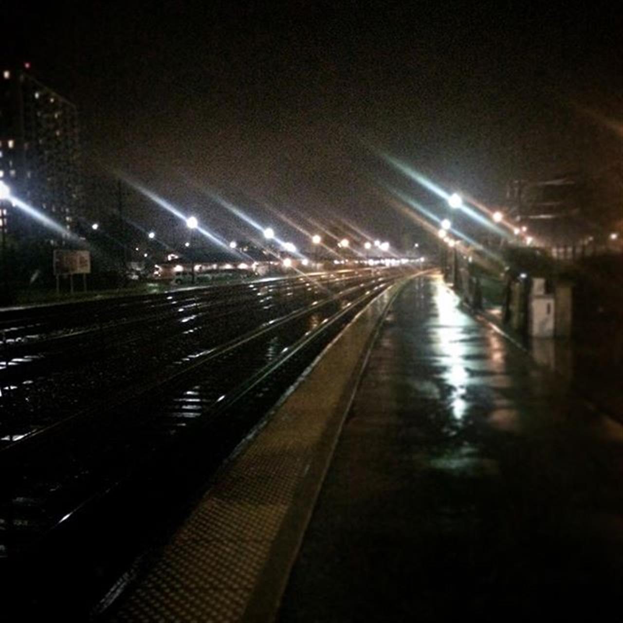 #Chicago #suburbs #metra #leadingrelocal #rainynight
