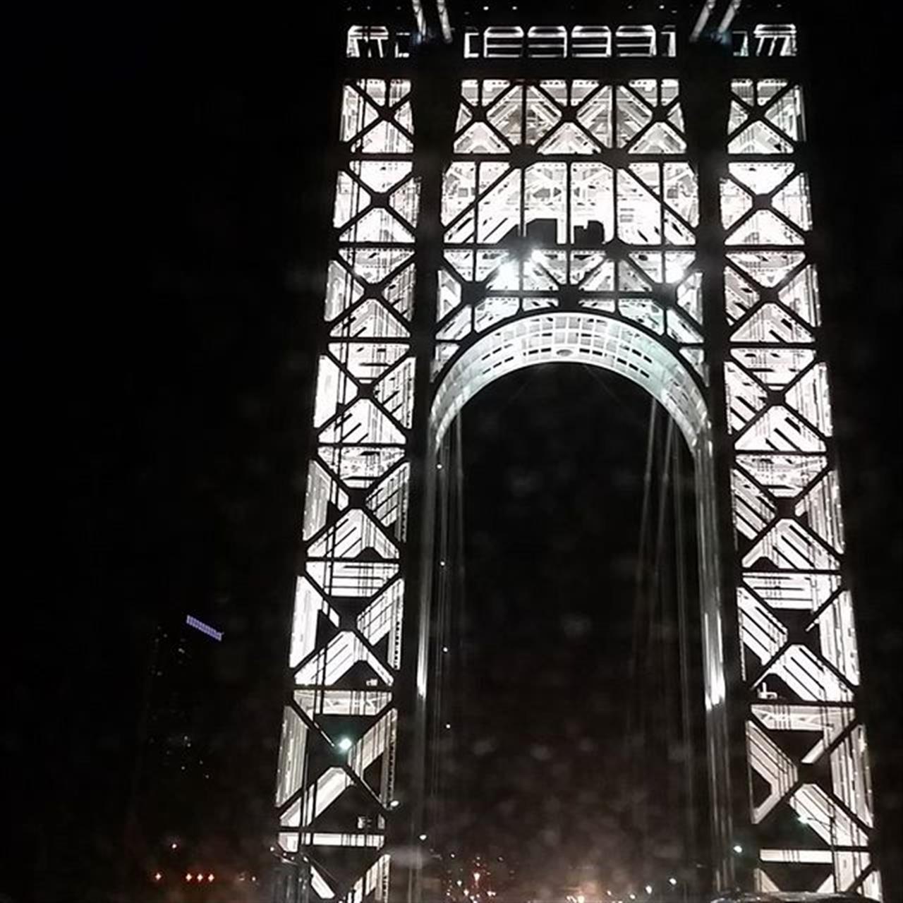 You look really good. #newyork #leadingrelocal #exploreyourhood #washingtonbridge #bridge #lighting