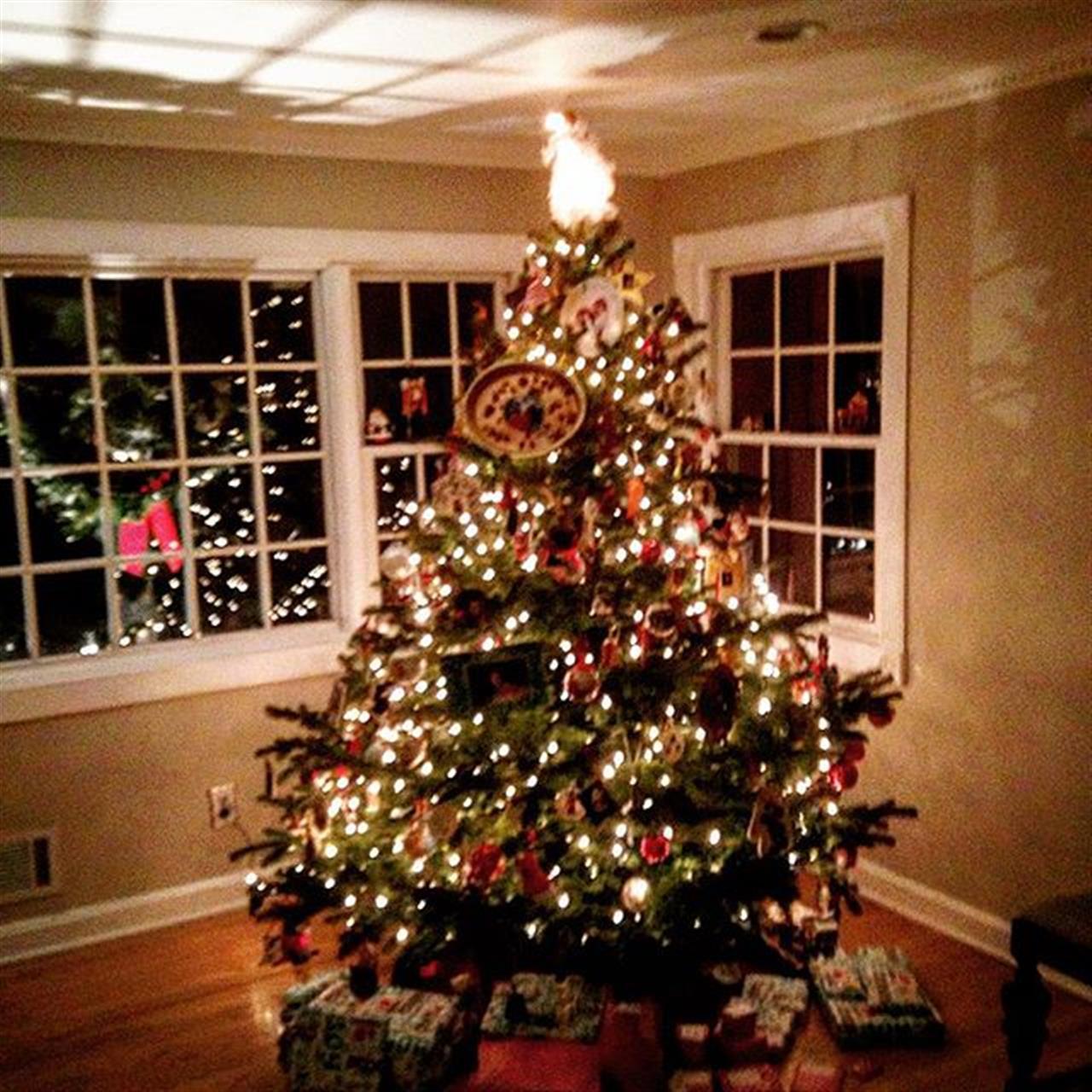 It's beginning to look a lot like Christmas! ????#christmas #wednesday #bairdhalstead #glenridgenj #veronanj #cedargrovenj #millburn #montclairnj #homesweethome #exploreyourhood #leadingrelocal #halstead #halsteadproperty #realtor #nj #xmas #brooklynwest #parkslope #christmaslights #peace #love