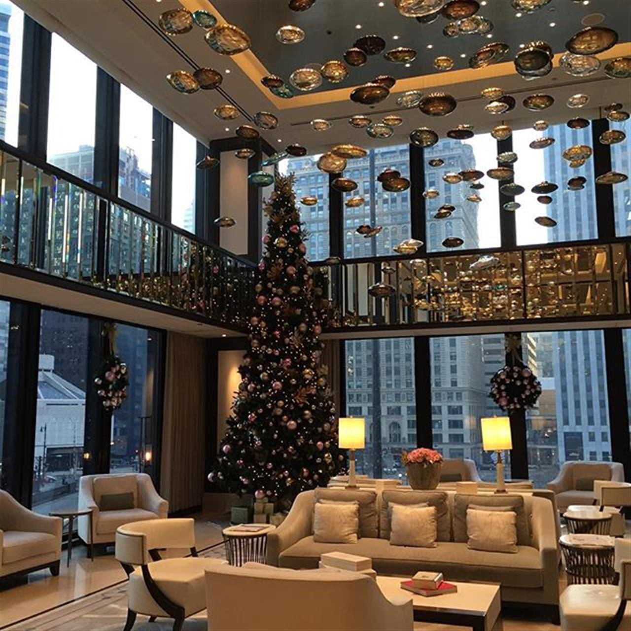 Hate leaving the @langhamchicago it is such a beautiful hotel and is all dressed up for the Holidays! Till next time #Chicago ! #LuxuryPortfolio #globalrealestate #HoulihanLawrence #leadingre