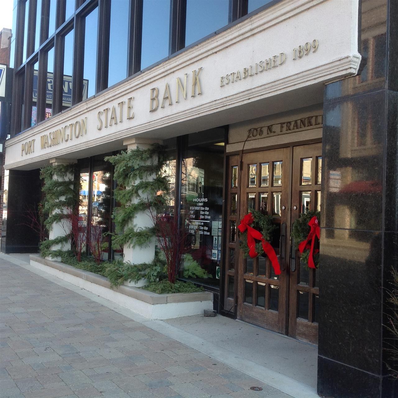 Port Washington State Bank Holiday decorations