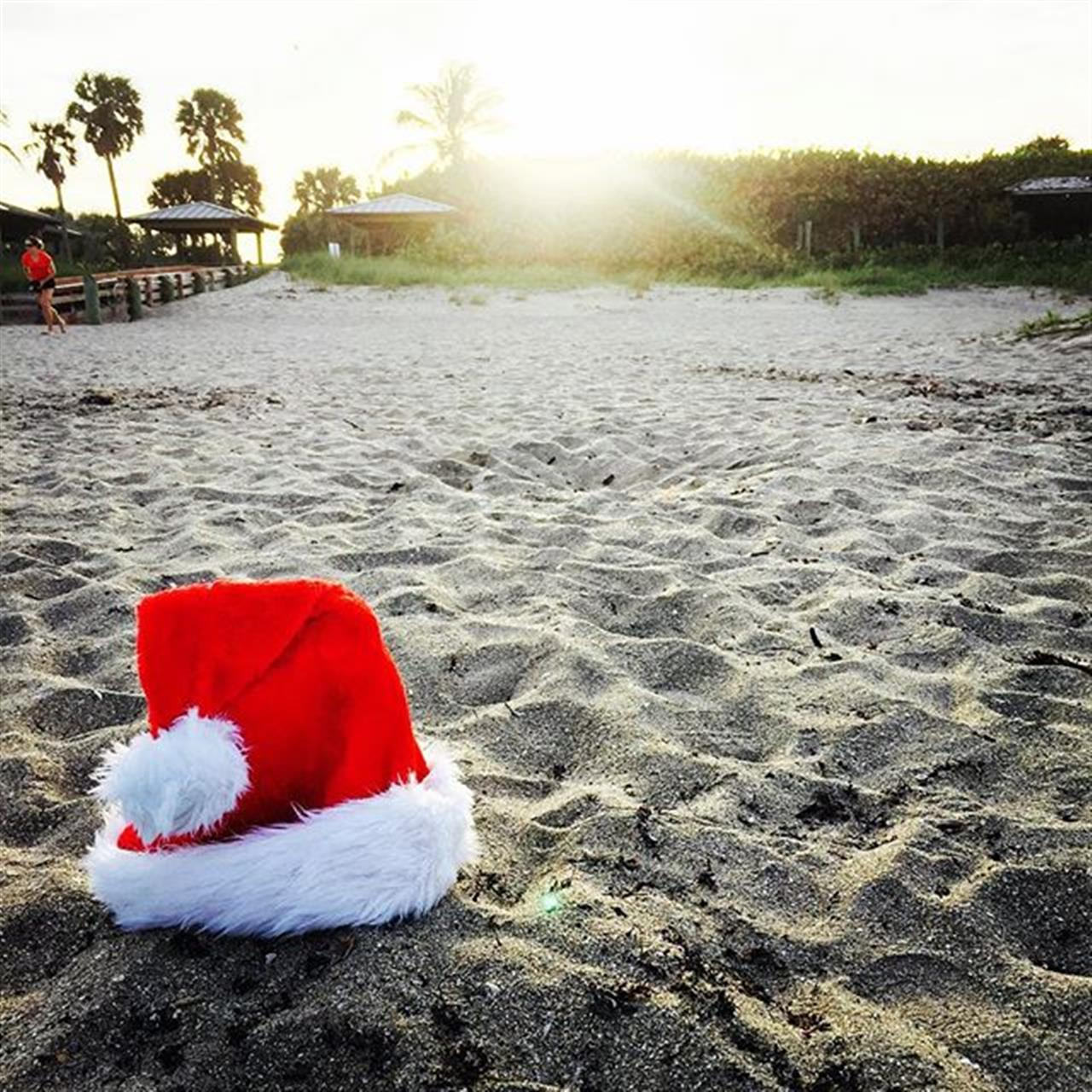 Santa has  got his toes in the water, his ass in the sand and cold beer in his hand #halstead  #exploreyourhood  #theperfectplace  #leadingrelocal
